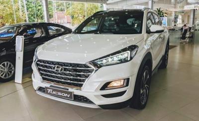 Hyundai Tucson giảm giá 40 triệu trong tháng ngâu